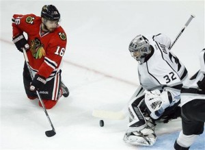 Blackhawks beat Kings 5-4 in 2OT to stay alive