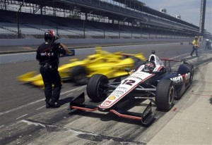 Kurt Busch crashes during Indy 500 practice