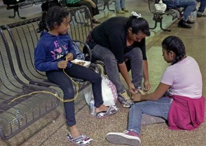 Migrants dropped off at bus stations in Arizona