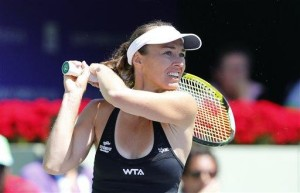 Hingis gets Wimbledon wild card for doubles