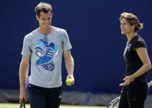 Murray wins at Queen's with Mauresmo watching