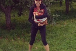 maggie-apple-picking